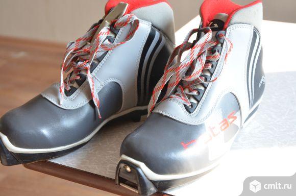 Лыжные ботинки (новые). Фото 1.