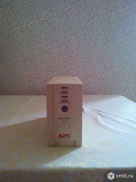 Источник бесперебойного питания APC Back-UPS CS 500. Фото 1.