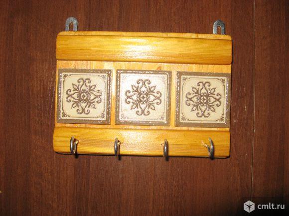 Ключницу деревянную на 4 крючка