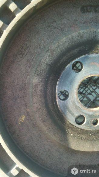 Маховик  на Форд фокус 1. Фото 2.