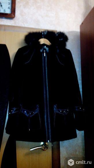 Куртка белая и пальто черное