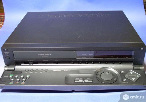 Видеомагнитофон Panasonic NV-HS800EE. Фото 1.