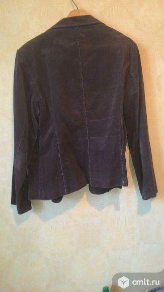 Пиджак вельветовый коричневого цвета в хорошем состоянии, размер 52-54.