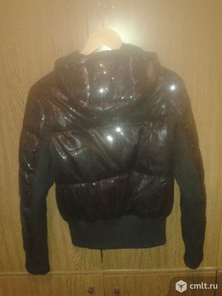 Куртка черная в пайетках с капюшоном