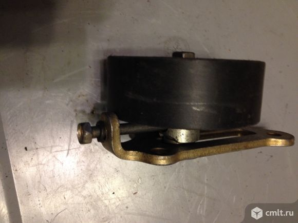Ролик натяжной (новый) с кронштейном (б\у) газ 406. Фото 2.