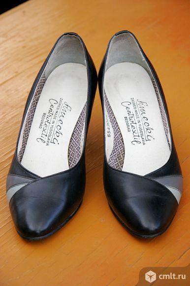 классические чёрные кожаные туфли производства Югославия