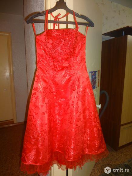 Продам красивое платье на выпускной вечер. Одевалось 2 раза. Сзади корсетная шнуровка. В дополнение к нему босоножки 37р.
