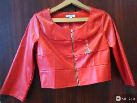 Стильный юбочный костюм из экокожи