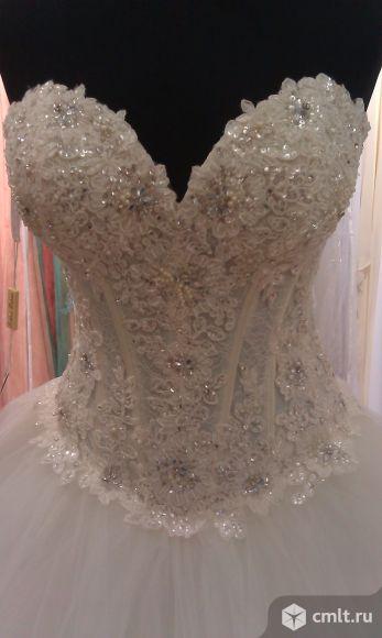 Дизайнерское свадебное платье. Фото 2.