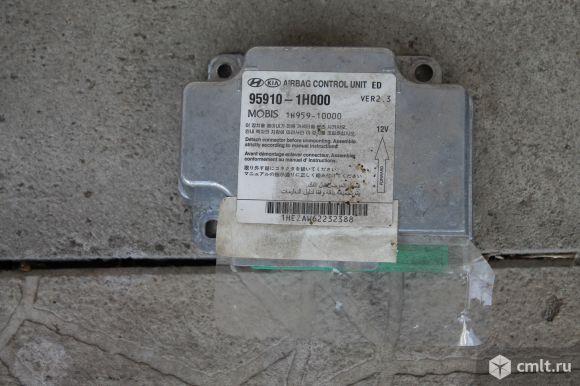 """Блок airbag SRS Kia Cee""""d ED (2006). Фото 1."""