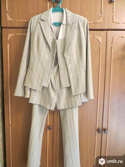 Костюм: пиджак, юбка, брюки, блузка.