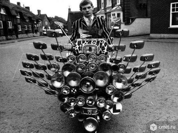 Зеркала для скутеров,мотоциклов продаются.