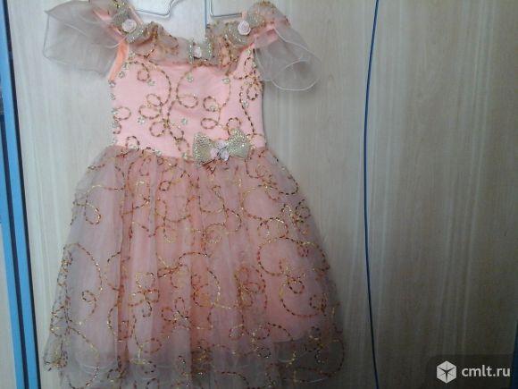 Нарядное платье для девочки от 5 до 8 лет.В отличном состоянии.