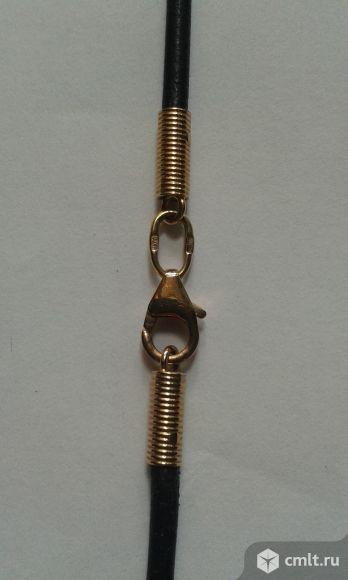 Кожаный шнурок с золотым замком.. Фото 2.