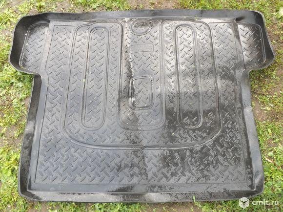Продам коврик в багажник шевроле круз новый седан