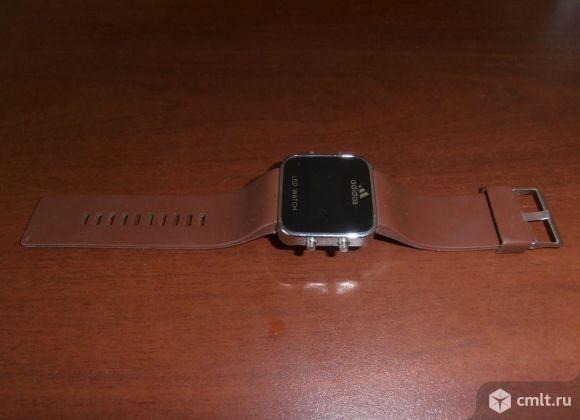 Электронные (Led) часы.. Фото 1.