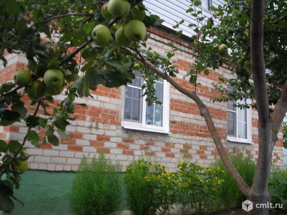 Хороший кирпичный дом в центре села