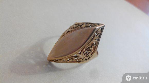 Золотой перстень женский. Фото 1.