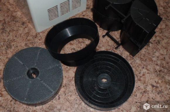 Фильтр и клапан для вытяжки. Фото 2.