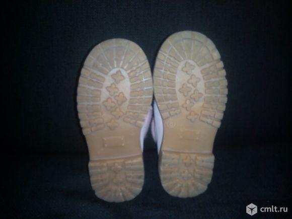 Продаю детские ботинки