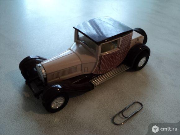 Модель ретро автомобиля. Фото 1.