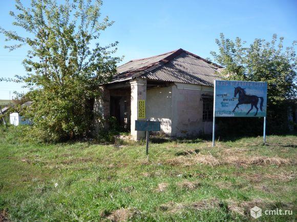 Нежилое здание с земельным участком
