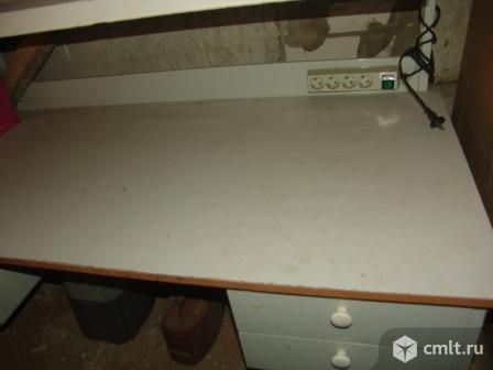 Стол электромонтажника с освещением и розетками. Фото 1.