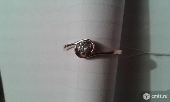 Золотое кольцо с бриллиантом. Фото 1.