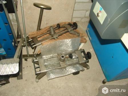 Компьютерный стенд сход развала. Фото 1.