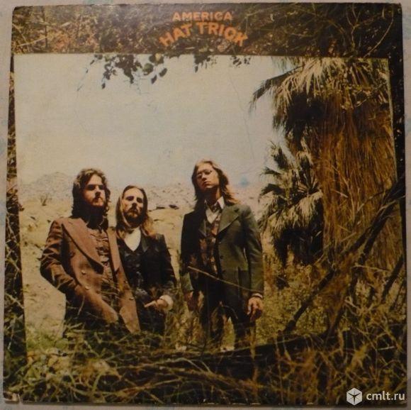 "Грампластинка (винил). Гигант [12"" LP]. America. Hat Trick. (P) 1973 Warner Bros. Records Inc. USA.. Фото 1."