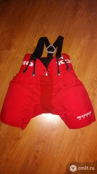 Хоккейное снаряжение- шорты, налокотники, футболки. Фото 1.