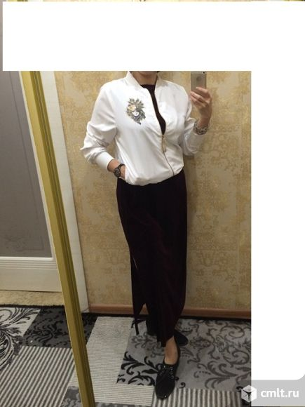 Продаю стильное вечернее бархатное платье цвета бордо.