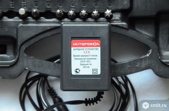 Кейс-комплект отвёртка аккумуляторная Интерскол в новом состоянии. Фото 5.