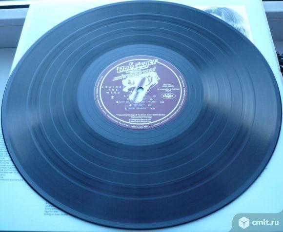 "Грампластинка (винил). Гигант [12"" LP]. Bob Seger & The Silver Bullet Band. Against The Wind. 1980.. Фото 8."