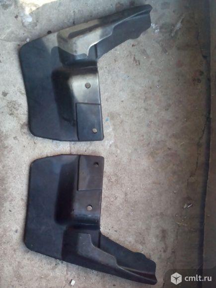 Брызговики передние на ВАЗ 2110. Фото 1.