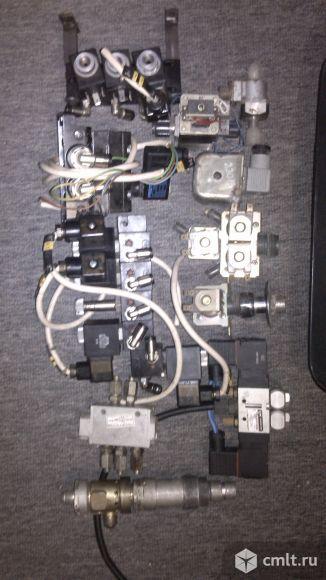 Электроклапаны и соединители. Фото 1.