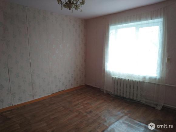Полдома 49 кв.м..2 раздельные комнаты .гараж..