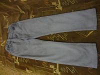 Продам джинсы серого цвета для мальчика в хорошем состоянии. Общая длина - 73 см, длина по внутреннему шву - 54 см. Пояс на регулируемой резинке.