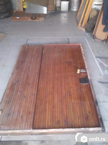 Тамбур с дверью отделанный вагонкой