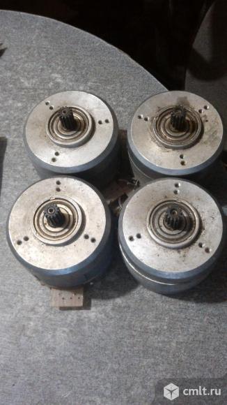 Шаговый двигатель. Фото 1.