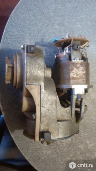 Электро двигатель с редуктором для мясорубки.. Фото 2.