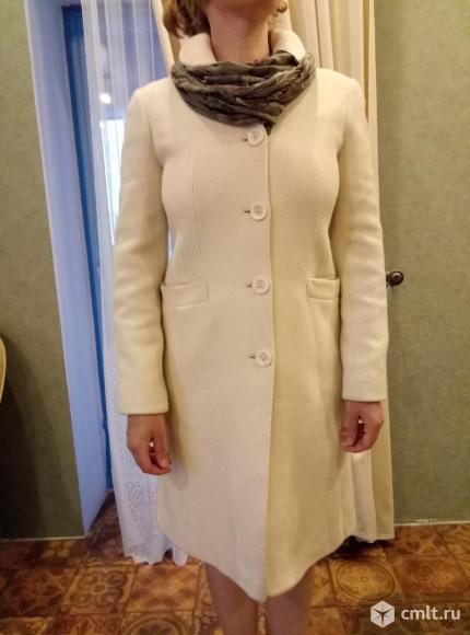Пальто женское из овечьей шерсти в отличном состоянии