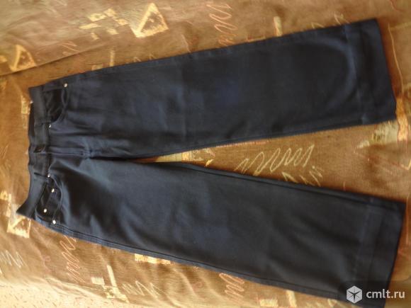 Продам брюки для мальчика в хорошем состоянии. Общая длина - 74 см, длина по внутреннему шву - 52 см, по талии - 64 см.