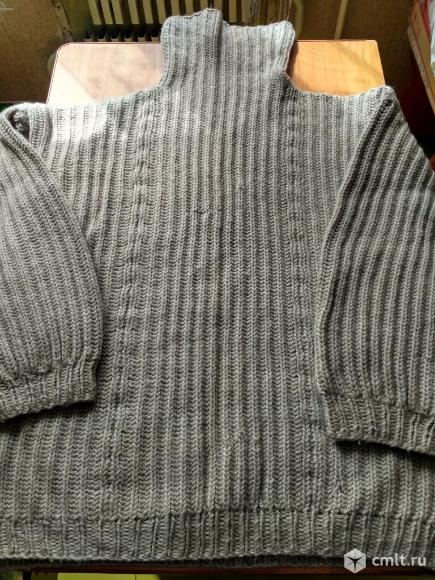 Вязаный свитер. Фото 1.