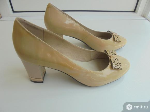 Туфли женские кожаные, 38 размер (маломерки) бежевого цвета, новые.