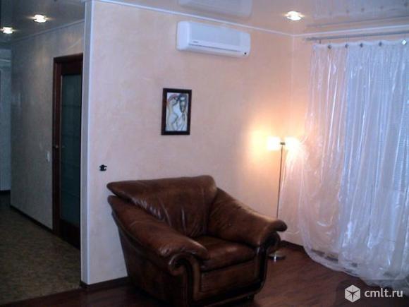 Двухкомнатная квартира по улице 40 лет Октября в доме 12 с евроремонтом, мебелью и бытовой техникой.