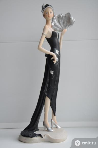 Статуэтка Девушка с веером в вечернем платье.. Фото 1.