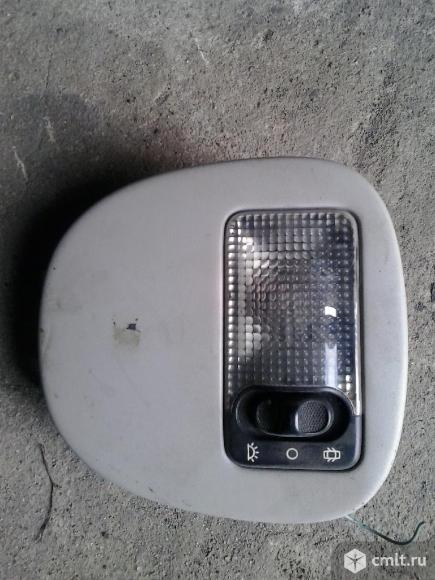 Плафон освещения салона Пежо 206. Фото 1.
