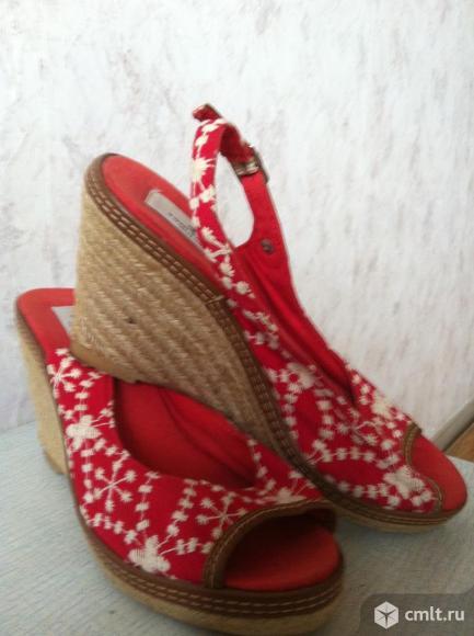 Босоножки красные женские, танкетка соломка