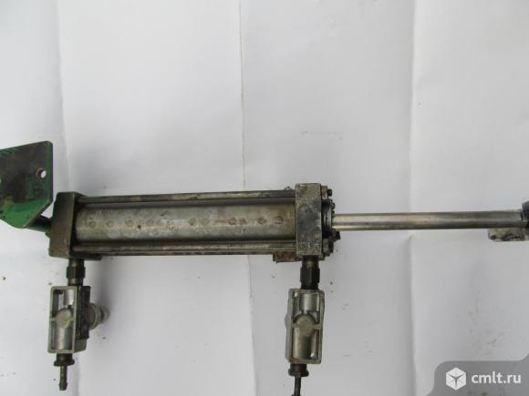 Пневмоцилиндр. Фото 1.